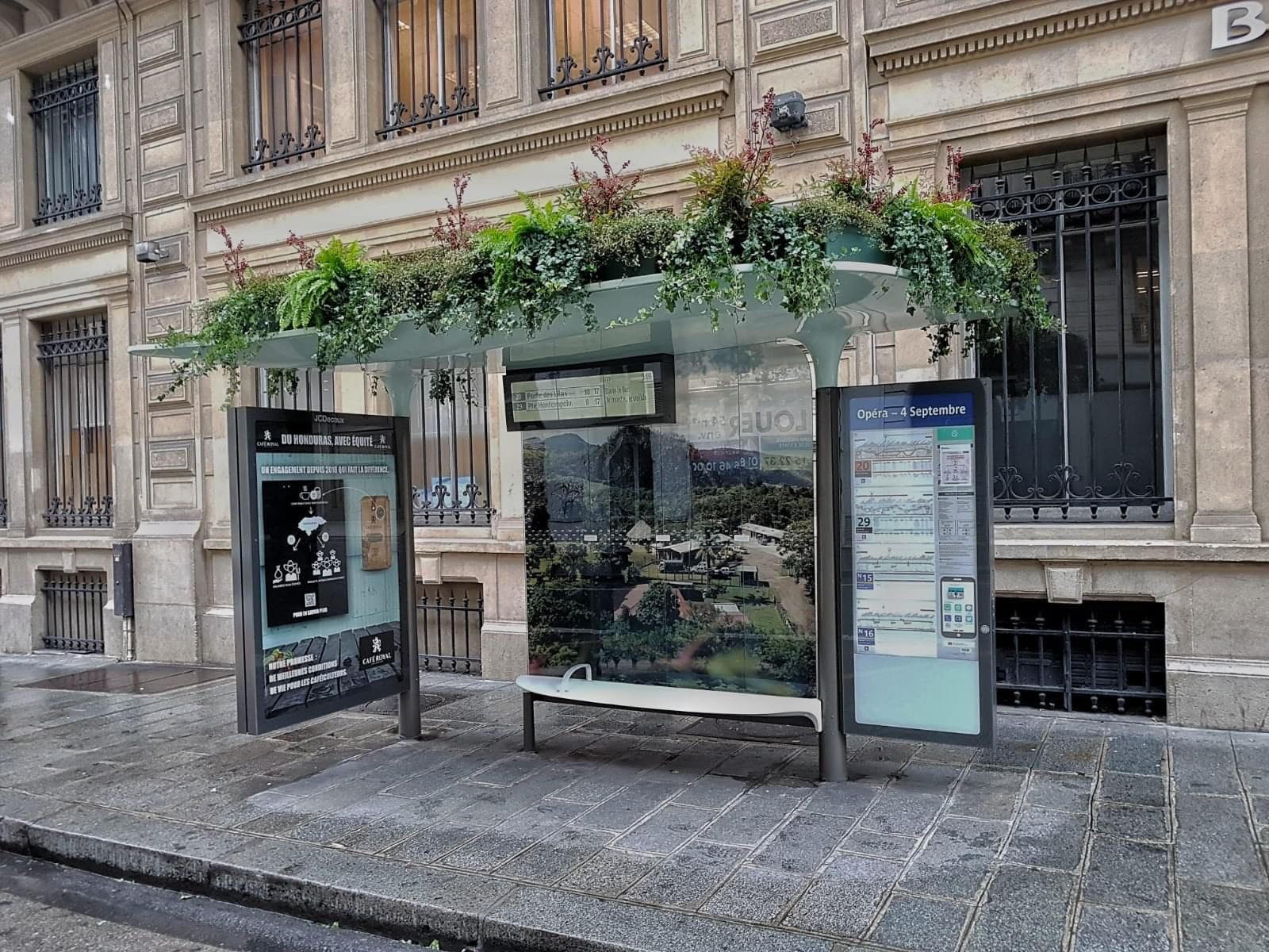 cafe-royal-marketing-outdoor