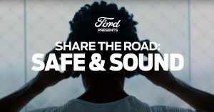 experience-sonore-campagne-ford-ecouteurs-route